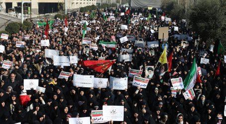 Revolučné gardy v Iráne zatkli asi sto vodcov protestov