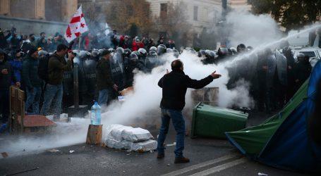 Gruzínska polícia použila na demonštrantov vodné delá