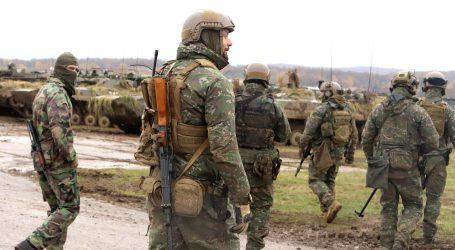 Čo by pomohlo armáde naplniť stavy? Menej korupcie a politiky