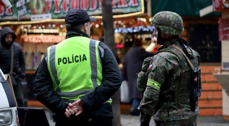 Na vianočných trhoch strážia aj vojaci