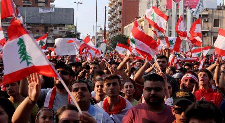 Protivládne protesty v Libanone trvajú už mesiac. Spustila ich daň za WhatsApp