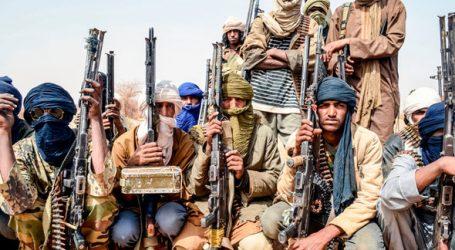 Islamský štát sa prihlásil k zrážke francúzskych vrtuľníkov. Francúzi to odmietajú