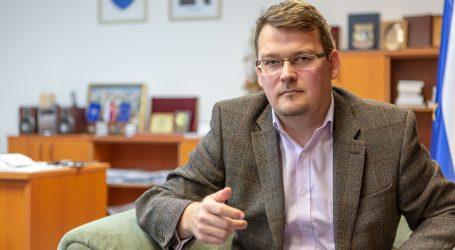 Štátny tajomník Ondrejcsák: Odkaz Novembra je hovoriť si pravdu. S ministrom žijeme v dvoch svetoch