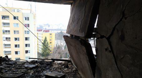 Ako v bojovej zóne. Nové fotografie z vnútra vyhoreného paneláku v Prešove