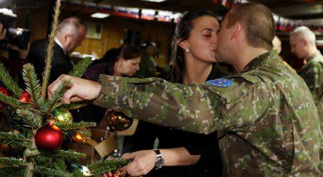 Minister Gajdoš zobral do Bosny rodiny vojakov v misii