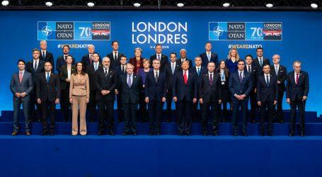 Lídri NATO schválili plány na obranu Pobaltia a Poľska