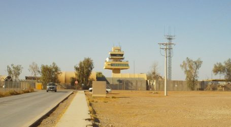 Leteckú základňu v Iraku zasiahli rakety. Hlásia štyroch zranených