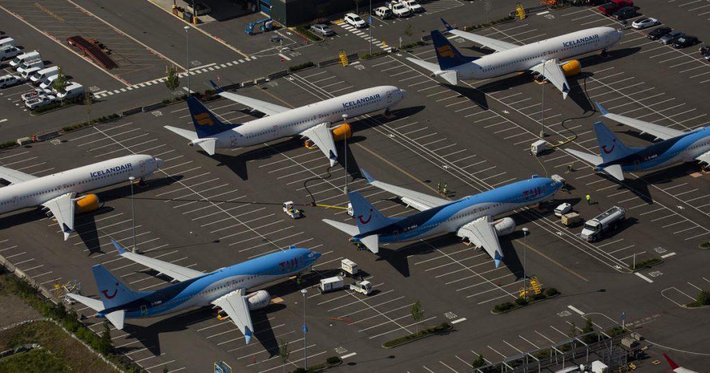 Pred továrňou v Texase parkuje asi 400 modelov 737 MAX, ktoré sa pre uzemenie nemožu dostať k aerolinkám.