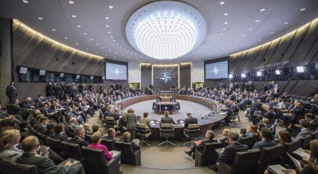 NATO zatiaľ nerozhodlo o stiahnutí vojakov z Iraku