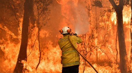 V Austrálii proti historickým požiarom zasahuje aj armáda