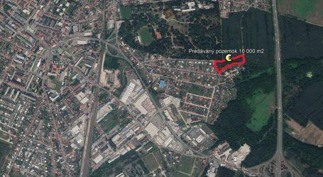 Ministerstvo obrany tesne pred voľbami bleskovo predalo pozemky za milión eur