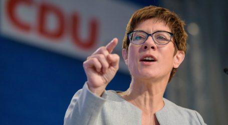 Nemecko povoláva na boj s novým druhom koronavírusu záložníkov