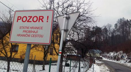 Česká vláda úplne zatvára hranice