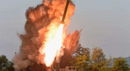 Všetci riešia koronu, no Kim Čong-Un strieľa rakety