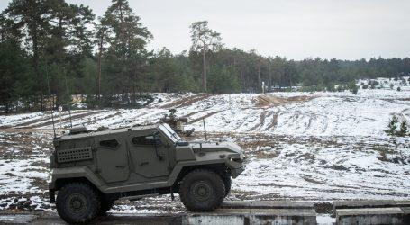 Zrušený obranný tender na autá 4x4 nemá kto odblokovať. SNS obchod za 320 miliónov nedokončí