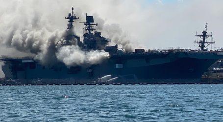Požiar na americkej bojovej lodi si vyžiadal 21 zranených